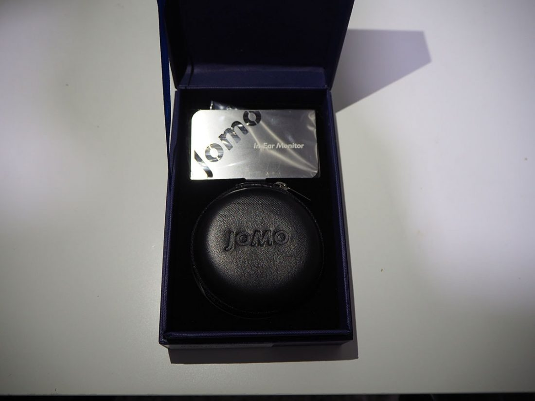 "On the cover of the pill-case, there is an engraved ""JOMO""."