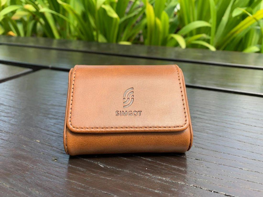 A close look on EM2 hard leather case