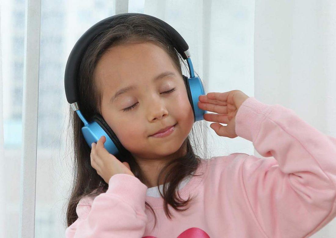 Kid wearing PuroQuiet headphones