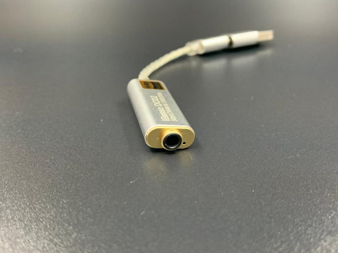 There is a small LED beside the audio jack and it lights up when the connection is successful.