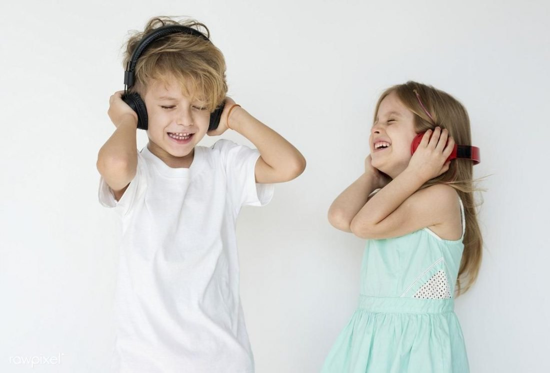 Kids listening to music with headphones (From pinterest.com)
