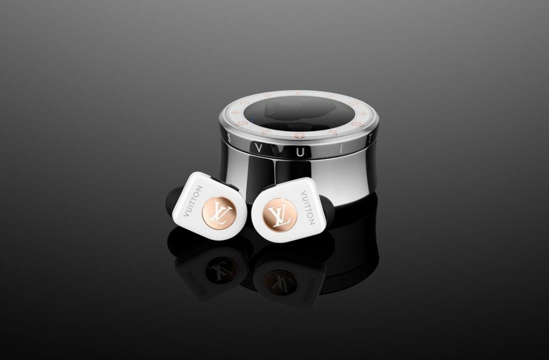 The Pristine White, is one of the available color versions of the second Horizon Earbuds collection of the French fashion house. (From Master & Dynamic Official Blog)