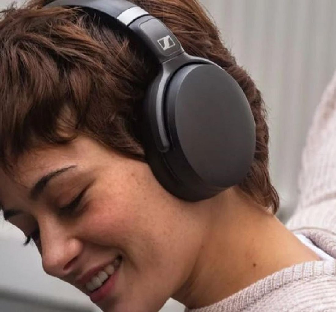 Woman Using HD 450BT Headphones (from https://en-us.sennheiser.com/)