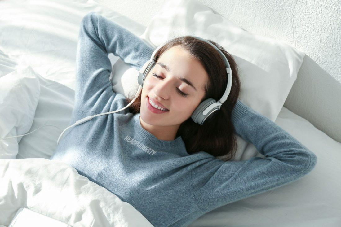 Sleeping With Headphones: How To, Benefits, Risks & Alternatives -  Headphonesty