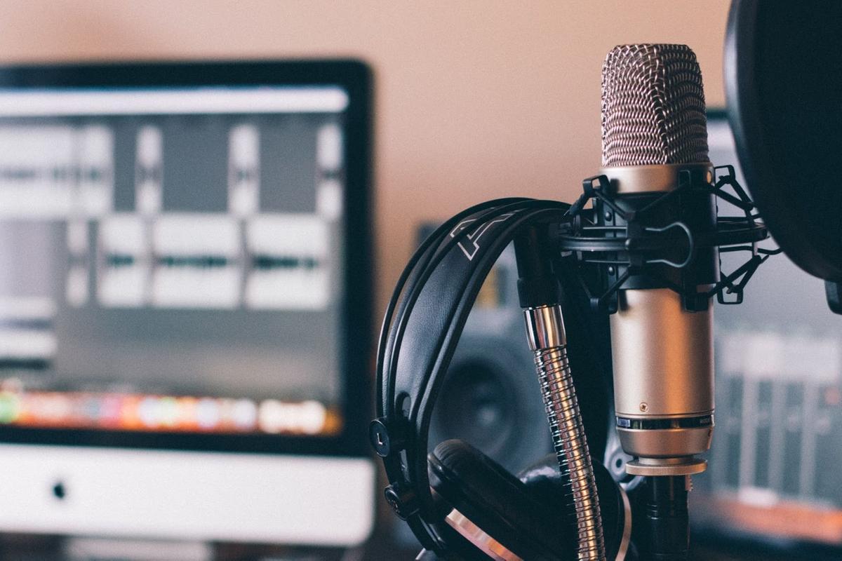 8 Best Studio Headphones [2021]